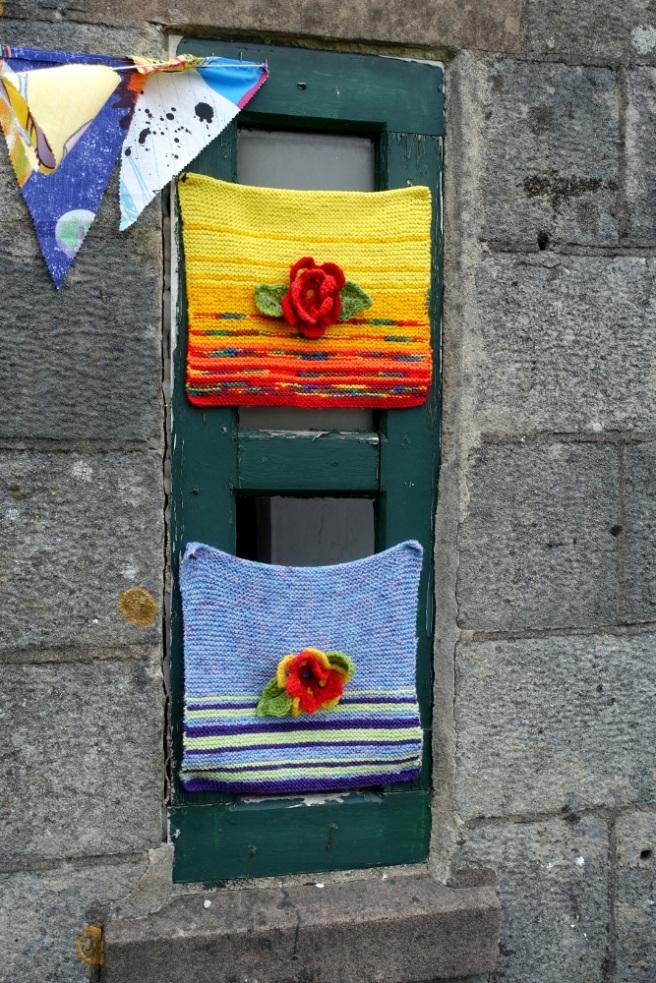 Knitting bombing